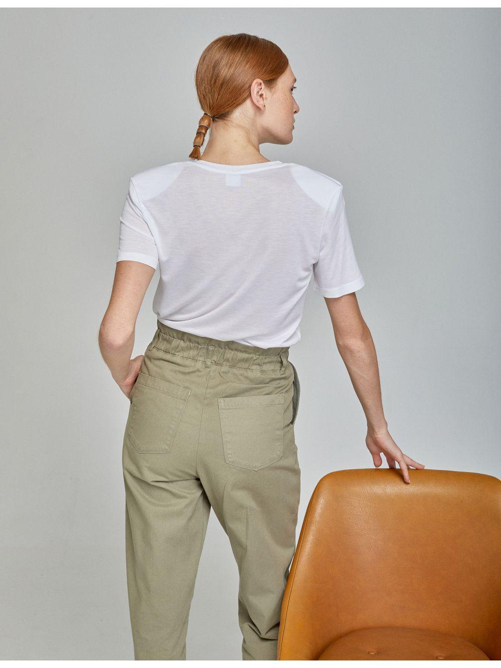 חולצת טי עם כריות בכתפיים