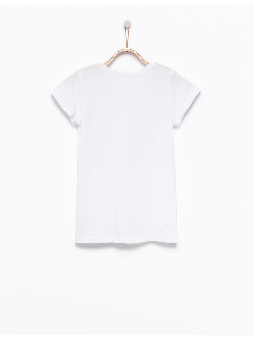חולצת טי צווארון וי