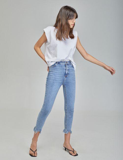 ג'ינס SKINNY עם מכפלת פרומה