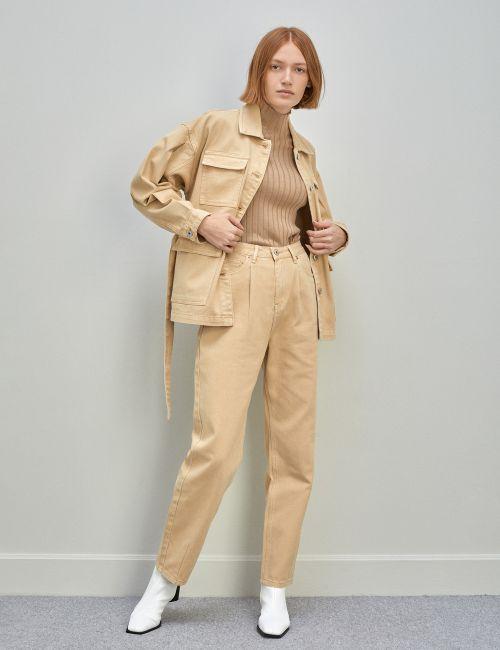 ג'ינס MOM במראה מכובס עם קפלים