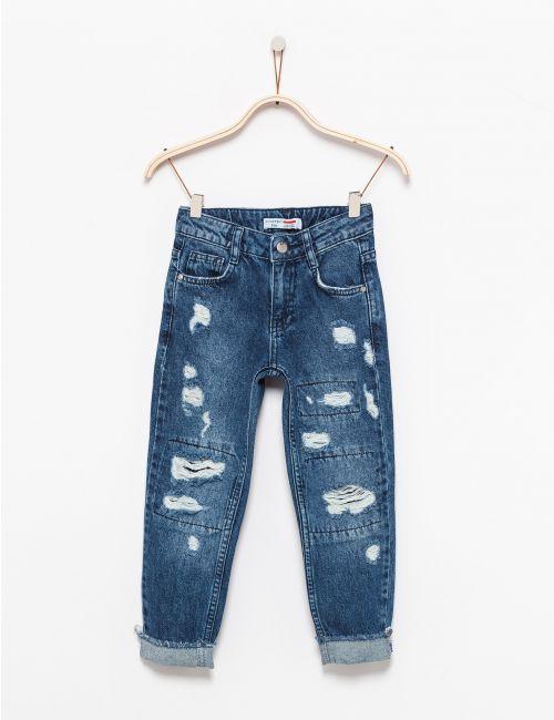 מכנסי ג'ינס רחבים עם קרעים