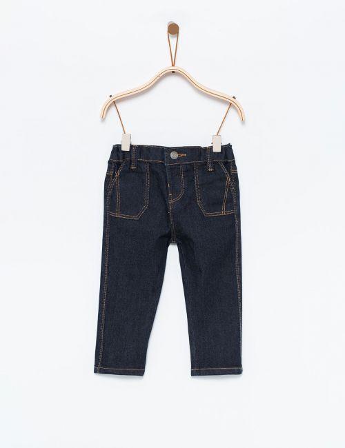 ג'ינס עם תיפורים בולטים