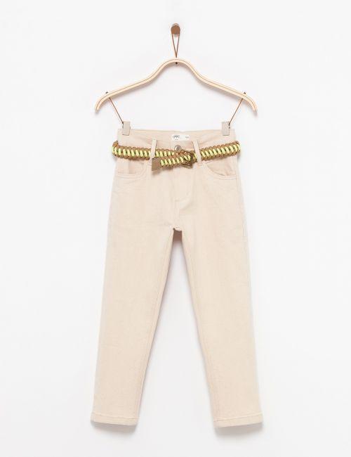 ג'ינס בהיר עם חגורת קש ניאון