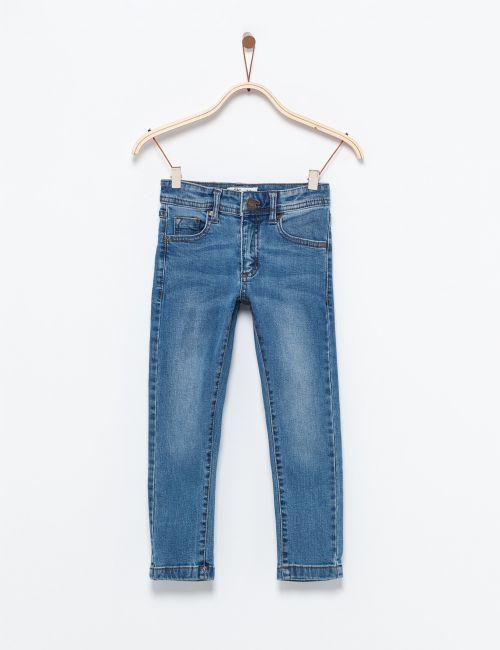 ג'ינס קלאסי בגזרה ישרה