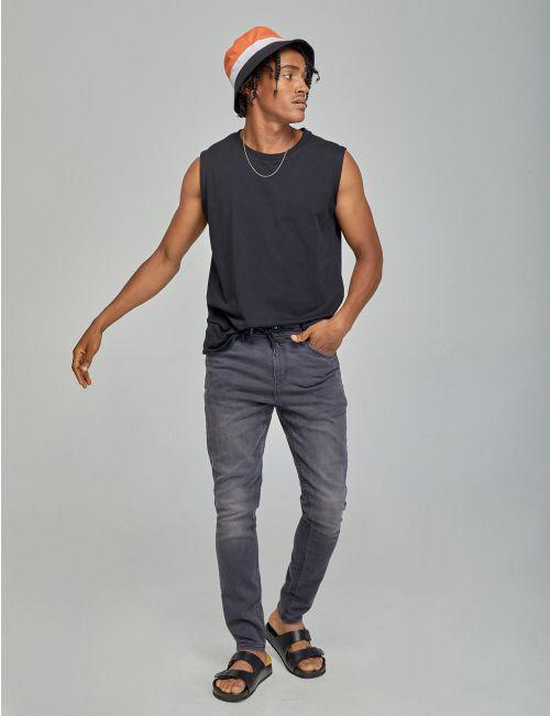 ג'ינס Daniel עם חגורת שרוך