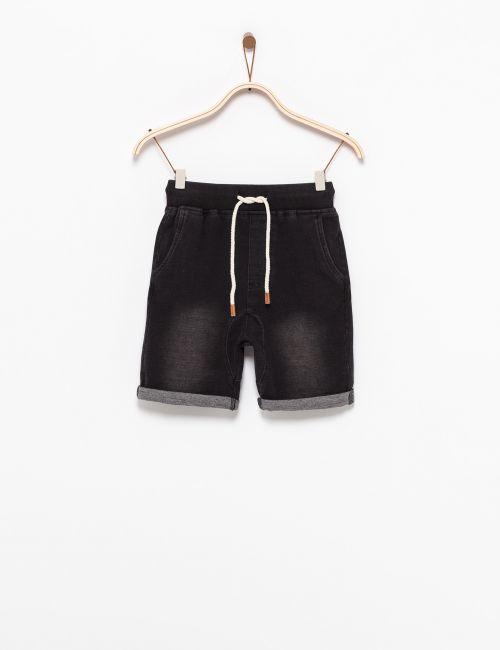 מכנסיים קצרים במראה ג'ינס