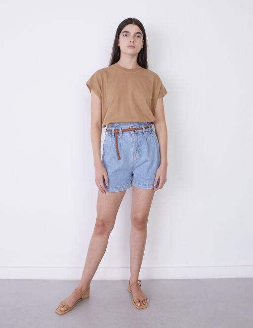 ג'ינס שורטס עם חגורה