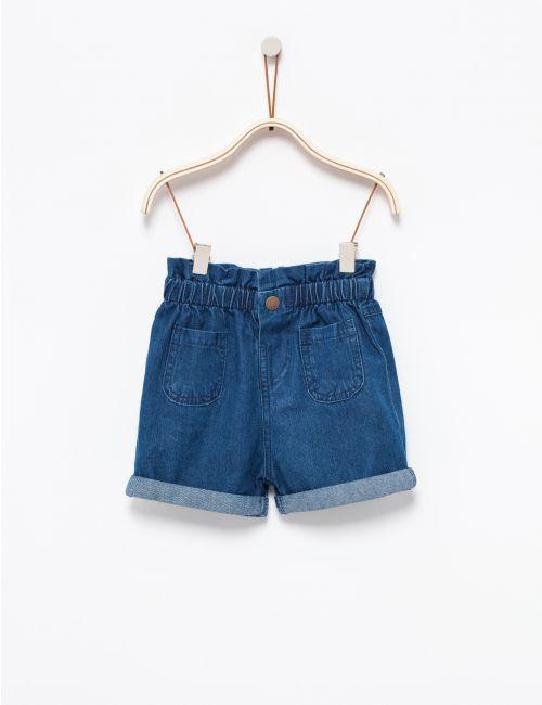 מכנסי ג'ינס עם כיווצים במותן