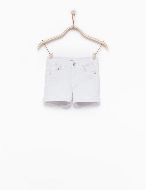 ג'ינס קצר עם מכפלת מקופלת