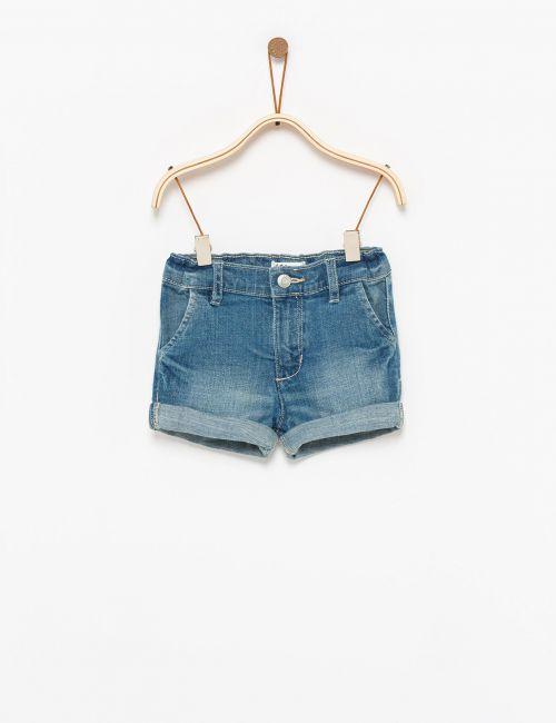 מכנסי ג'ינס קצרים בגזרת צ'ינו