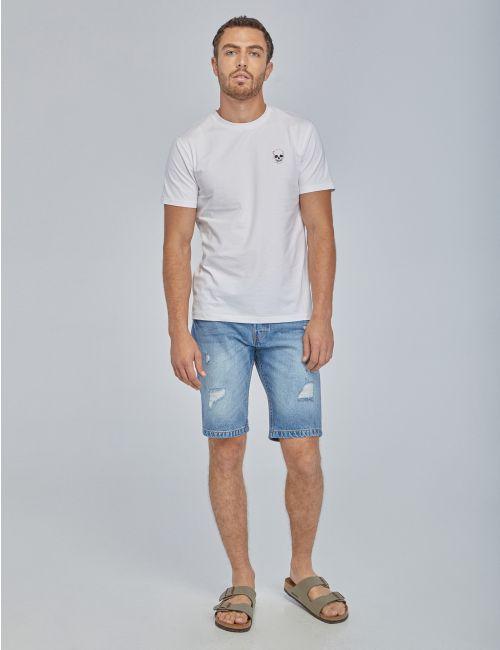 מכנסי ג'ינס קצרים עם קרעים
