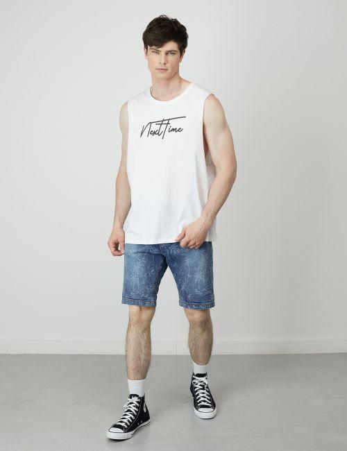 ג'ינס קצר בהדפס דקלים