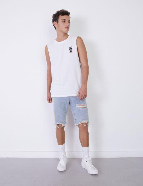 ג'ינס ברמודה עם קרעים וטקסט צד