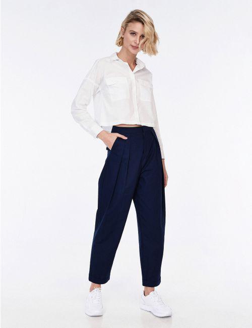 מכנסיים בגזרה גבוהה עם קפלים