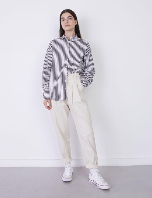 מכנסי כותנה עם קפלים