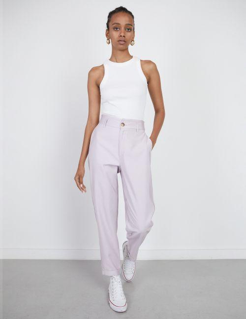 מכנסיים מחוייטים עם גומי במותן