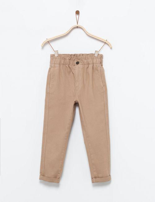 מכנסיים עם כיווצים במותן