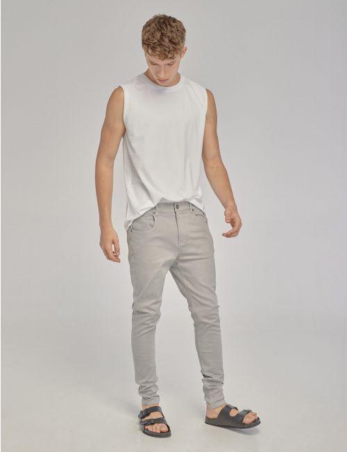 מכנסיים בגזרת סקיני