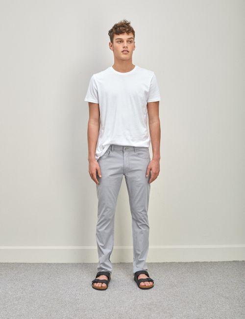 מכנסיים בגזרת Slim