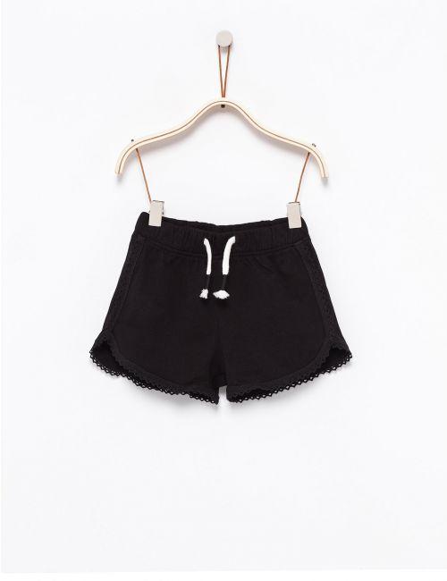 מכנסיים קצרים עם תחרה