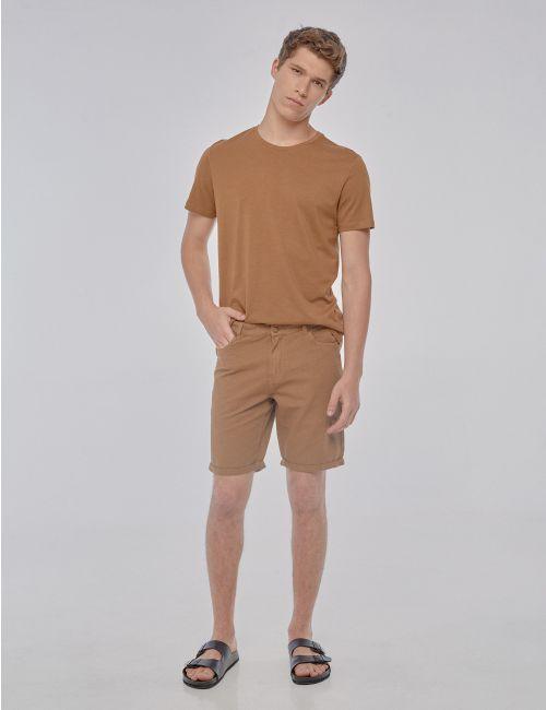 מכנסיים קצרים עם מכפלת מקופלת