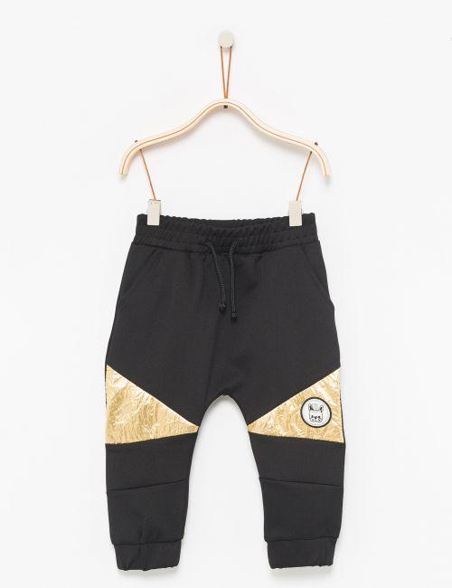 מכנסי טרנינג בסיומת ריב עם חתכי ניילון