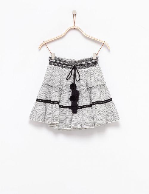 חצאית קומות עם פונפונים