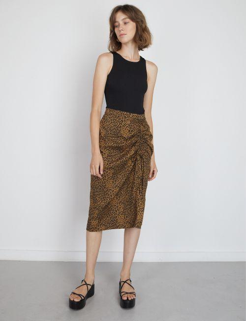 חצאית מודפסת עם שסע גבוה