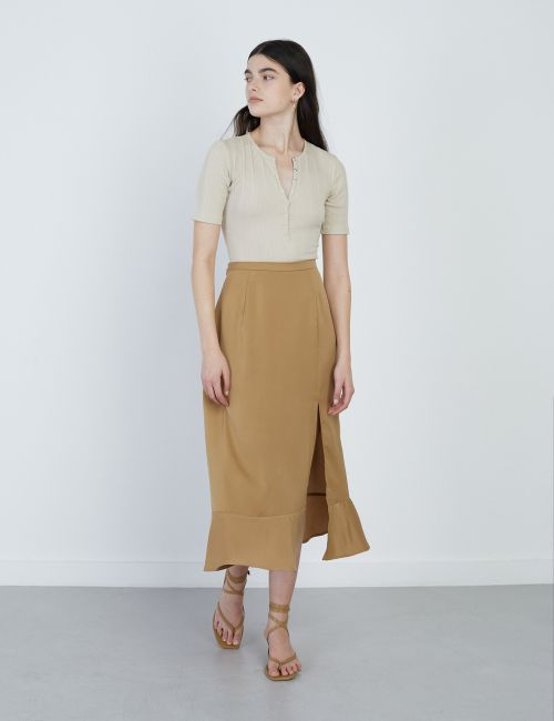 חצאית סאטן עם שסע