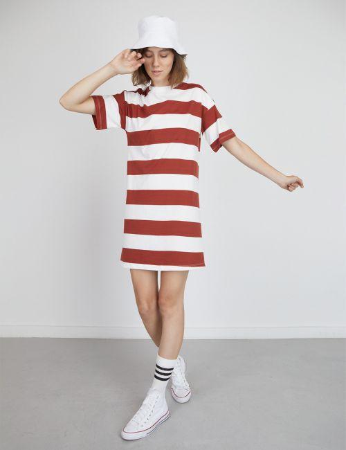 שמלת טי פסים