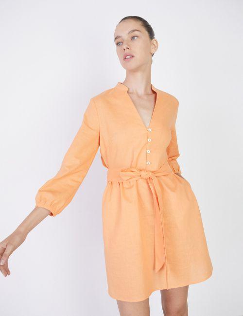 שמלה עם חגורת קשירה