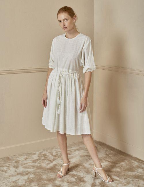 שמלת משבצות עם חגורת גדילים