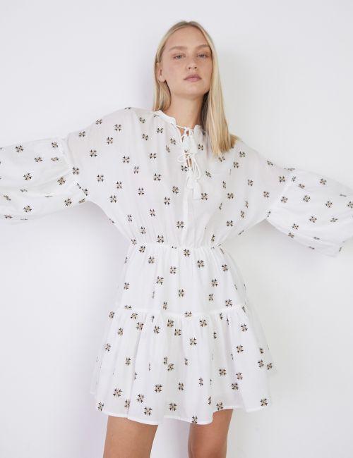 שמלת מיני קומות עם רקמה וגדילים