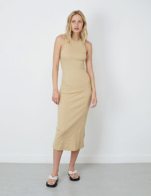שמלת ריב צמודה