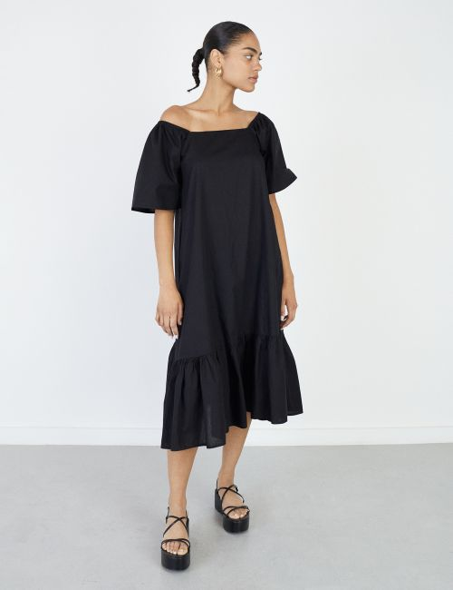 שמלת קומות עם מחשוף מרובע