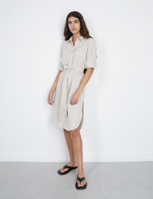 שמלת חולצה עם חגורת קשירה