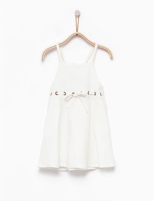 שמלת כתפיות עם קשירה במותן