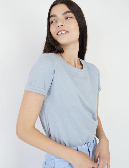חולצת טי בייסיק עם צווארון עגול