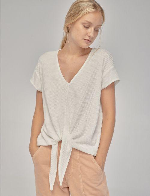 חולצת טי קשירה עם טקסטורה