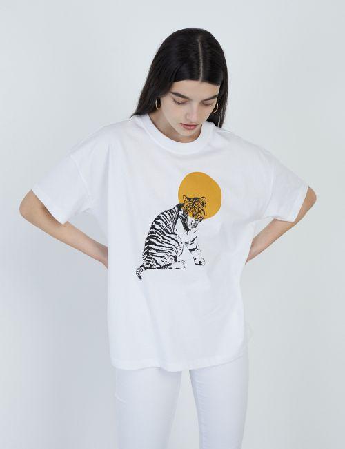 חולצת טי בהדפס נמר ושמש
