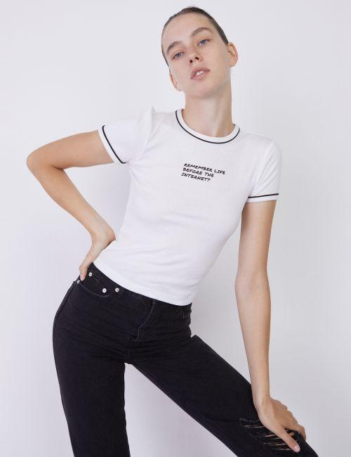 חולצת טי עם טקסט קדמי