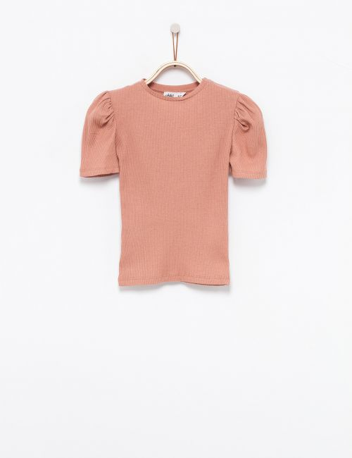 חולצת טי צמודה ען שרוולים תפוחים