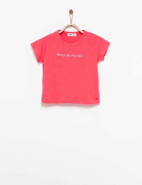 חולצת טי קרופ עם כיתוב