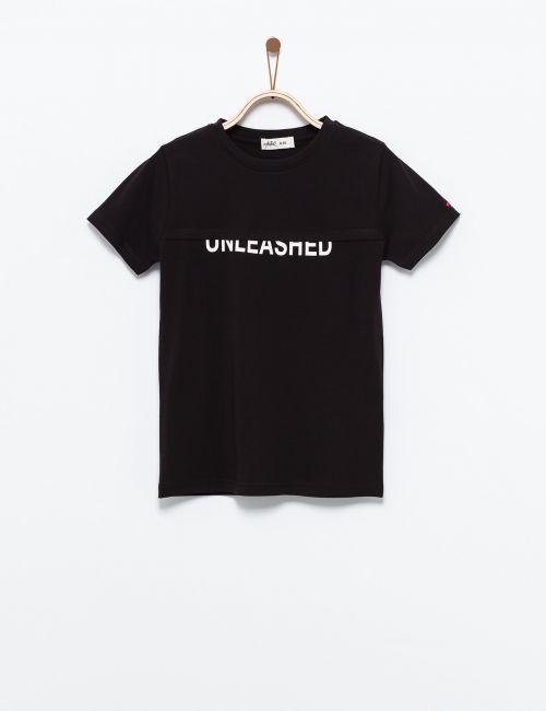 חולצת טי טקסט חתוך