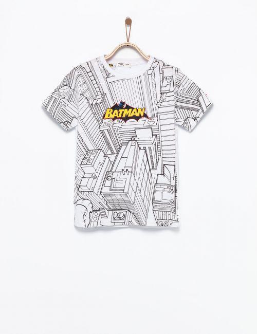 חולצת טי באטמן על בניינים