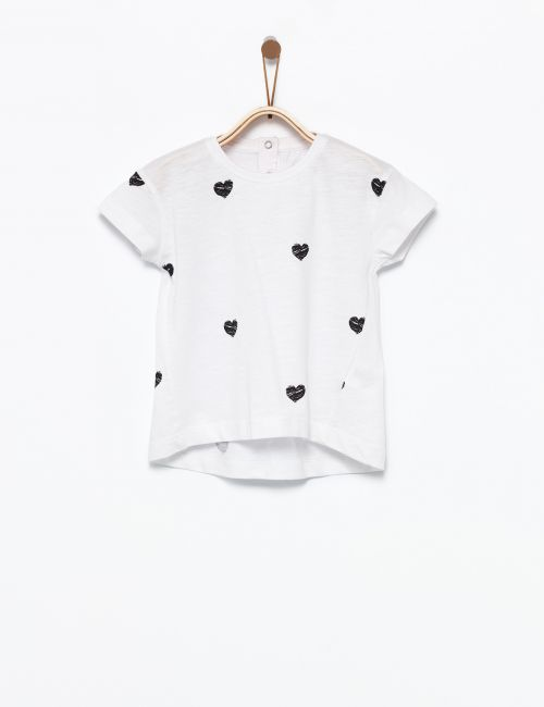 חולצת טי לבבות