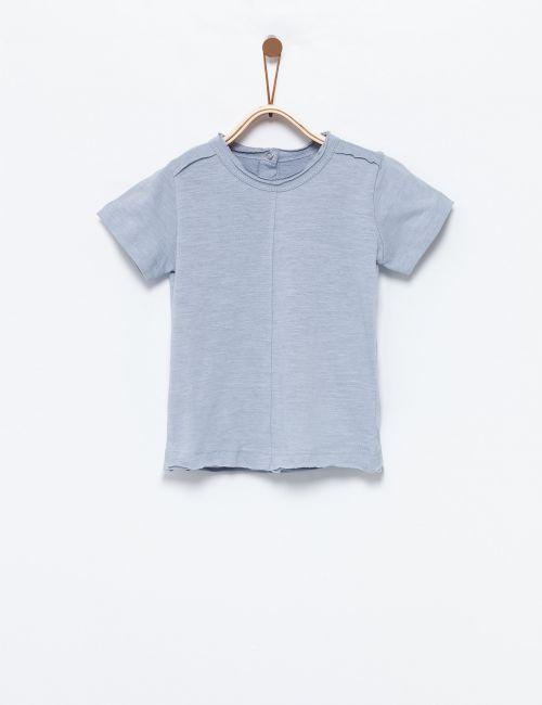 חולצת טי במראה גזור