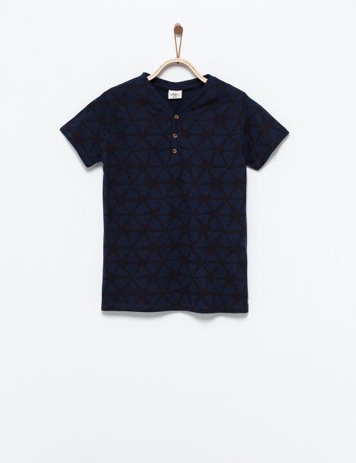 חולצת טי מודפסת עם כפתורים