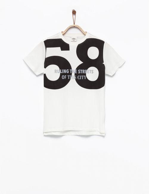 חולצת טי בהדפס 58