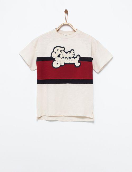 חולצת טי קולור בלוק וטקסט מובלט